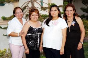 <b>02 de julio 2005</b><p> Violeta de Orozco disfrutó de una fiesta de canastilla con amistades