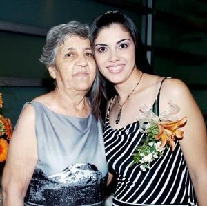 María Elena Villalobos Sosa en compañía de María Cristina Sosa Hernández.