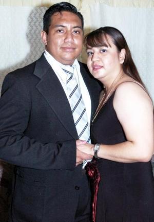 Carlos García y Lorenza Estrher M. disfrutaron de una despedida de solteros