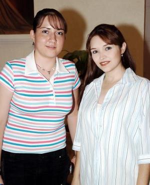 Martha Muñoz y Adriana de Chew.