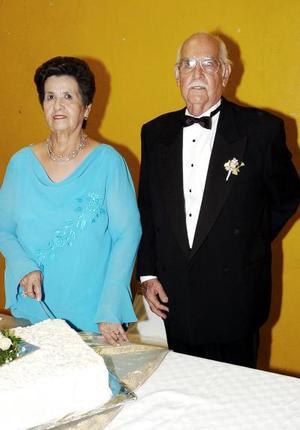 <b>02 de julio 2005</b><p> Sr. J. Carlos Martínez Samaniego y Sra. Josefina Aguado.