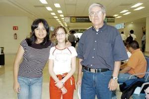 Enrique Aguilar, Paula González y Ana Sofía Puentes viajaron a Tijuana.