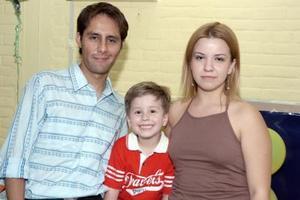 Alek Robles Cucá festejó su cumpleaños, con un alegre convivio que le prepararon sus papás, Román Robles y Paola Cucá.