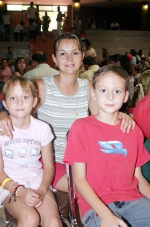 Ana Sofía, Melissa y Édgar Perches.