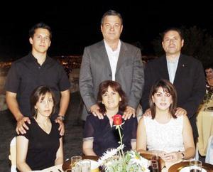 Angelines de Vera, Santiago Vera, Fernando y Paty Llama, Gerardo y Catalina Beajarano.