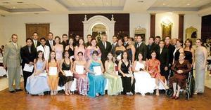Integrantes de la Generación 2002-2005 de alumnos de Preparatoria, acompañados por el director Prof. Martín Rodolfo Silva Rosales, en su baile de graduación.