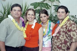 Luis Maeda, Reyna de Maeda, Luis y Lilia Mónica Maeda.