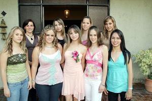 Por su próxima boda con Carlos Constanze Cabello, Emasol Pérez Maldonado disfrutó de una agradable despedida, en la cual recibió múltiples felicitaciones de sus amigas y familiares.