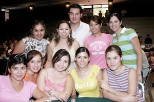 <b>03 de julio 2005</b><p> Simona de la Rosa, Silvia Meráz, Abraham Gallardo, Areli Rodríguez, Paola Meraz, Claudia Villegas, Isabel Zubiría, Sandra Castro, Artemisa Rodríguez y Bety Bermúdez