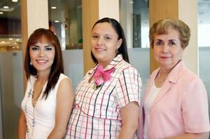 Sust Hernández García y Coco G. de Hernández le organizaron unj afiesta de canastilla a Claudia Eddy de Hernández, por el próximo nacimiento de su bebé.