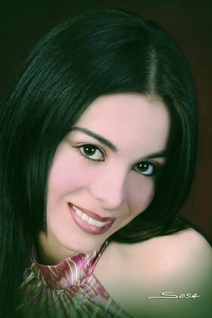 <b>03 de julio 2005</b><p> Srita Diana Salas Moreno, en una imagen de Sosa.