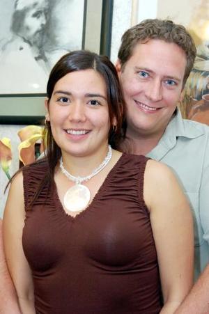 María Angulo Miñarro y Jarrod Petrson.
