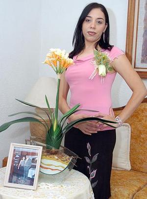 <b>03 de julio 2005</b><p> Claudia Hinojos Góngora contraera nupcias en breve y por ello, disfrutó de una despedida de soltera.