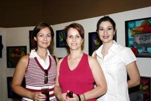 Laura Fernández de Córdoba, Lucía V. de Díaz de León y Mónica Saldaña de Villar, en reciente acto social.
