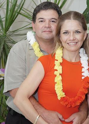 Luis Maeda y Reyna Maeda.