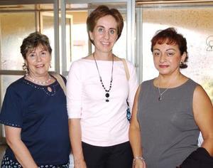 Martha Aguirre, Carmen de Metrich y Emilio de Porrea.