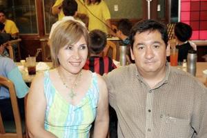 Ángeles de González y Mario González.
