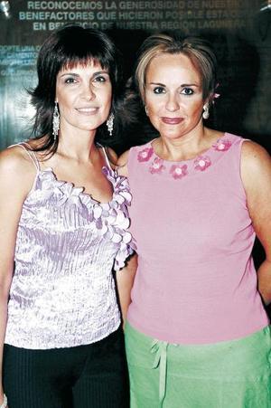 Mary Carmen Espada y Guadalupe Valdés.