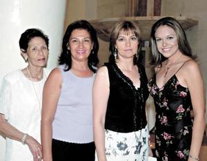 Reyna de Reynoso, Silvia Reynoso de Ortiz, María Elena Reynoso y Adriana Servín.