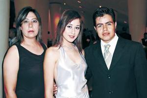 <b>03 de julio 2005</b><p> Yamil Olague, Mónica Betancourt y Jorge Coronado.