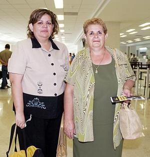 <b>04 de julio 2005</b><p> Victoria Sámano viajó a los Ángeles y la despidió Cristina González.