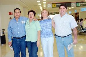 <b>05 de julio 2005</b><p>  Tomás Orozco, Magda Guerrero, Martín Burguette y Claudia Guerrero, viajaron a Mazatlán.