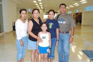 Jesús Dimas viajó a Chino, California y fue despedido por su familia.