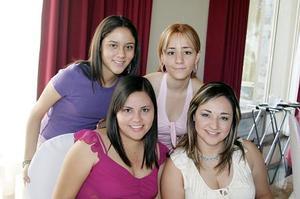 <b>07 de julio 2005</b><p> Priscila de Jaime, Carolina Jaime, Paola Vargas y Rocío Jaime.