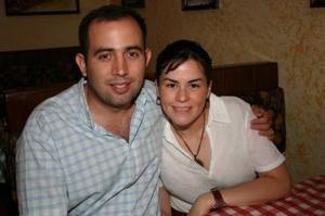 Ricardo Gómez y Analú Aranzábal.