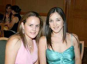 Brenda Baile de Villalobos y Vicky Ibargüengoytia de Murra.