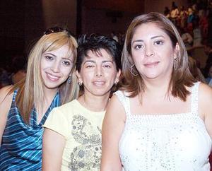 Elsy, Gaby y Carola Hernández.