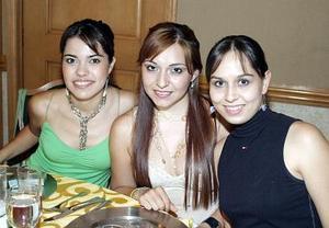 Gilda Berrueto, Myrna Hoyos y Judy Hernández, en plena convivencia.