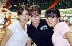 <b>07 de julio 2005</b><p> Violeta, Alex y Cristy.