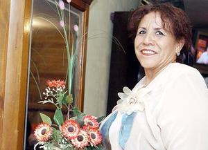 Francisca Esquivel de Martínez celebró en días pasados su cumpleaños, con un convivio que le ofrecieron su esposo e hijos.
