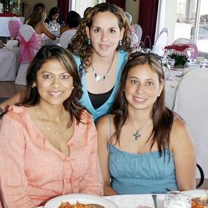 <b>05 de julio 2005</b><p>  María Elena de Guevara, Mónica de Salazar y Mónica Reza.