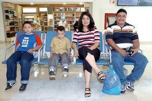 Enrique, Isela, Luis y Enrique Martínez viajaron a San Diego California.