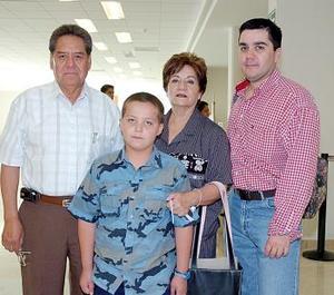 Lupita Beceres, Diego Moreno, Alfredo y Óscar Herrera viajaron a Disneylandia.