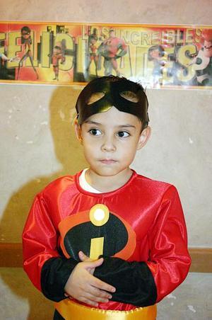 Juan Antonio Núñez González celebró sus cuatro años de vida, con una piñata en días pasados.