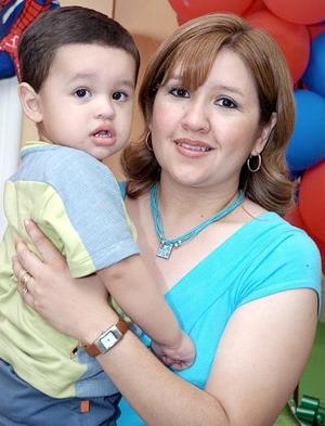 Mario Alberto Valverde Maqueda, el día que celebró su cumpleaños junto a su mamá, Elia Maqueda de Valverde.