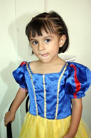 <b>08 de julio 2005</b><p> Paula Alejandra Gómez Palomo cumplió tres años de vida, y por ello fue festejada con un convivio infantil.