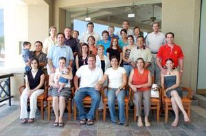 Para festejar a los próximos contrayentes María Angulo Miñarro y Jarrod Peterson, se reunieron las familias Miñarro en conocido centro campestre de la localidad, en una amena despedida de solteros.