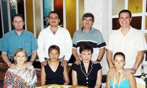 Roberta Flores, Leopoldo Rodríguez, Covadonga del Moral, Jesús Ávila, Angélica Campos, Sergio Gómez, Alejandra de Hamdan y Jorge Hamdan.