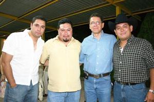 <b>08 de julio 2005</b><p> Roberto Sánchez Chavarría, Francisco y Hugo Chavarría celebraron recientemente sus respectivos cumpleaños, con un agradable convivio al que asistieron múltiples invitados.