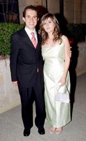<b>08 de julio 2005</b><p> Abraham Adame y Adriana Llanas, asistieron al festejo.