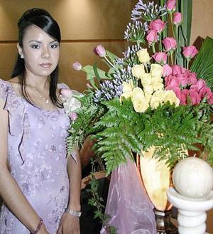 Adriana Bernal González contraerá nupcias en breve, y por ello fue despedida de su vida de soltera con un grato festejo.