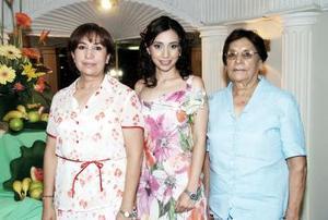 María del Socorro Molina de Pérez y Eloísa Gutiérrez le organizaron una despedida de soltera a Alejandra Sofía Pérez Molina, por su futuro enlace matrimonial.