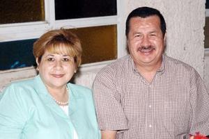 Rubén Guzmán y Sandra M. de Guzmán.