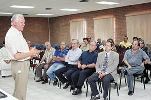 <I>Despiden a rector de Universidad La Salle Laguna<I><P> Manuel Padilla Muñoz el día de su despedida