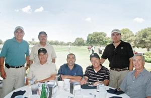 <I>Importante torneo de golf <I><P> Ángel Treviño, Fernando Treviño, Miguel Wong Sánchez, Javier Garza, Otón Zermeño, Guillermo Humphrey y Jaime Hernández