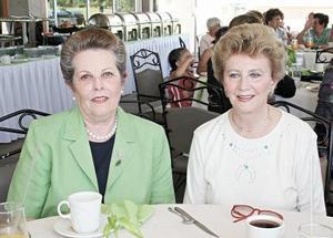 María Rosa Bredeé de Bremer y Peggy Brown de Balderrama